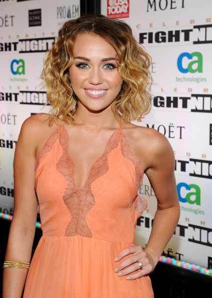 Miley Cyrus Medium Wavy Cut
