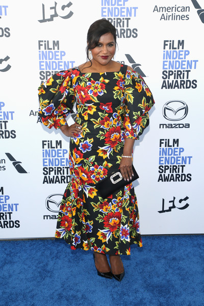 Mindy Kaling Print Dress [clothing,red carpet,fashion,hairstyle,carpet,premiere,dress,fashion design,flooring,style,arrivals,mindy kaling,film independent spirit awards,santa monica,california,ren\u00e9e zellweger,35th independent spirit awards,stock photography,celebrity,photograph,red carpet,photography,television,indie film]