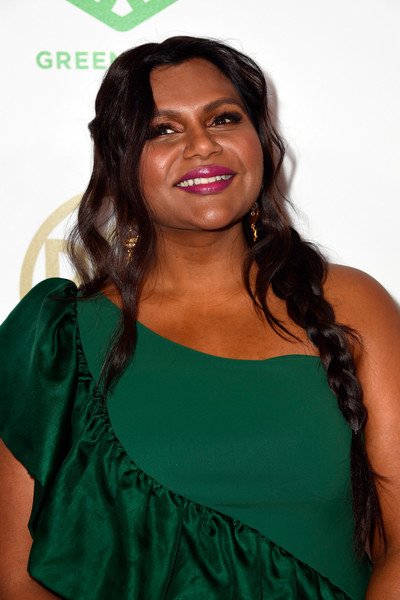 Mindy Kaling Berry Lipstick [hair,green,hairstyle,beauty,shoulder,long hair,smile,black hair,brown hair,ringlet,arrivals,mindy kaling,the beverly hilton hotel,beverly hills,california,annual producers guild awards]