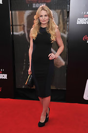 Jennifer Morrison maintained her streamlined black red carpet style with a pair of hidden platform pumps.