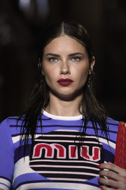 Adriana Lima looked like she just stepped out of the shower when she walked the Miu Miu Cruise 2019 show wearing this 'do.