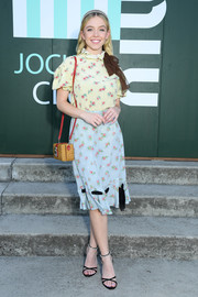Sydney Sweeney rounded out her look with a straw shoulder bag.