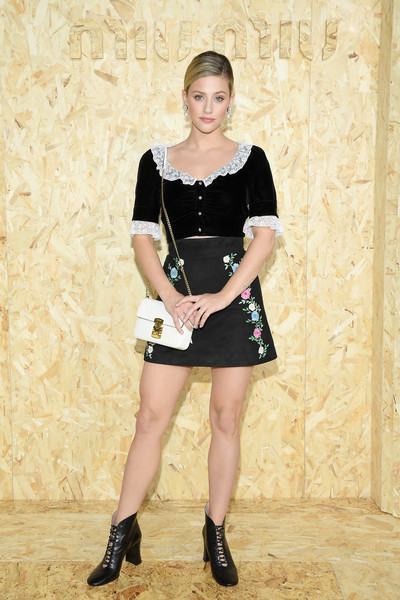 Lili Reinhart punctuated her black outfit with a white chain-strap bag by Miu Miu.