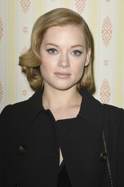 Jane Levy looked retro-glam with her short wavy 'do at the Miu Miu Fall 2015 show.
