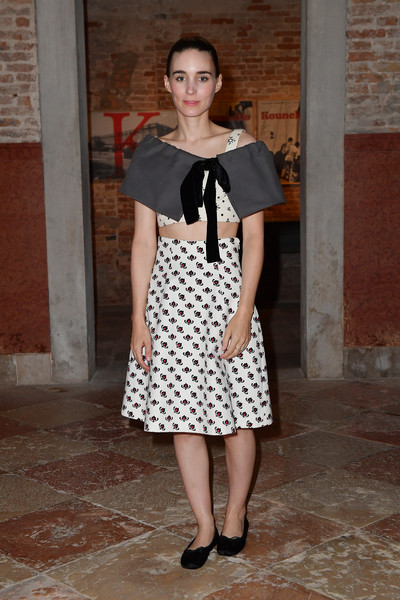 Rooney Mara teamed a printed A-line skirt with a crop-top and a gray capelet for the Miu Miu Women's Tales dinner.