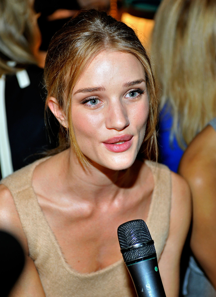 Model Rosie Huntington Whiteley Looks Stylebistro
