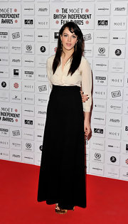 This high waisted long black skirt was sleek and understated on Jessica Brown-Findlay.