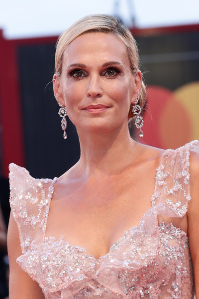 Molly Sims Chignon [hair,clothing,hairstyle,blond,beauty,eyebrow,lip,lady,dress,fashion,red carpet arrivals,joker,molly sims,sala grande,red carpet,venice,italy,76th venice film festival,screening]