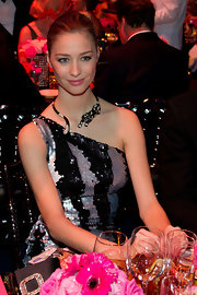 Beatrice Borromeo certainly made a statement with this dramatic black cat necklace.