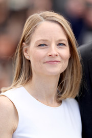 Jodie Foster attended the Cannes photocall for 'Money Monster' wearing her hair in a simple lob.