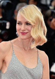 Naomi Watts wore vintage-style side-swept waves at the Cannes premiere of 'Money Monster.'