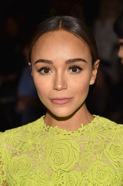 Ashley Madekwe looked lovely at the Monique Lhuillier fashion show even with the simplest of hairstyles!