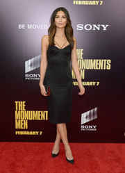 Lily Aldridge opted for simple black and silver pumps to complement her sexy dress.