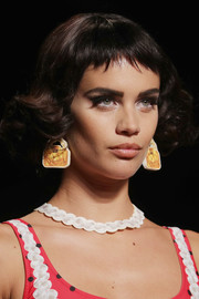Sara Sampaio walked the Moschino show wearing cute short curls with baby bangs.