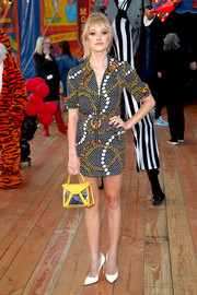 Maika Monroe sealed off her ensemble with a yellow PVC purse.