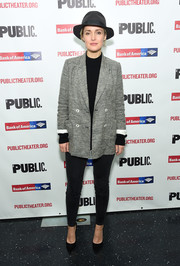 Rose Byrne teamed black skinny jeans with a gray blazer for the 'Mother of the Maid' opening night celebration.