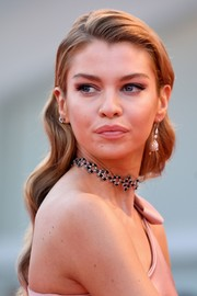 Stella Maxwell polished off her look with a chic gemstone choker.