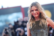 Michelle Pfeiffer attended the Venice Film Festival premiere of 'Mother!' wearing her hair in beach-glam waves.