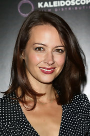 Amy Acker's brunette tresses looked super chic and shiny with natural-looking layers.