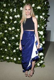 For a more glamorous finish, Lauren Santo Domingo styled her crop-top with a flouncy blue and white skirt.
