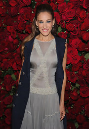 Sarah Jessica Parker wore her usual waves in a super smooth half up, half down hairstyle at the Museum of Modern Art's 4th Annual Film Benefit.