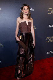 Stana Katic donned a brown Alberta Ferretti strapless gown, featuring a geometric neckline and a shiny patterned skirt, for the Music Center's 50th anniversary spectacular.