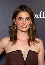 Stana Katic finished off her look with a sexy red lip.