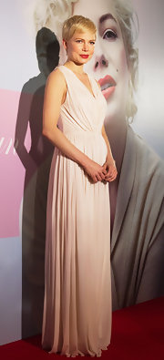 Michelle Williams wore this elegant white gown to the Japan premiere of 'My Week With Marilyn.'