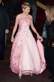 Michelle Williams topped off her pink gown with gray satin peep-toe pumps.