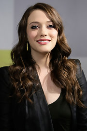 Kat Dennings added shine to her black outfit with gold dangle earrings at Comic-Con.