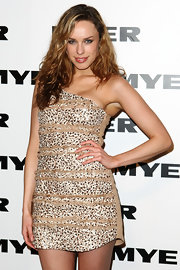 Jessica sported highlighted waves with a nude one-shoulder mini dress.