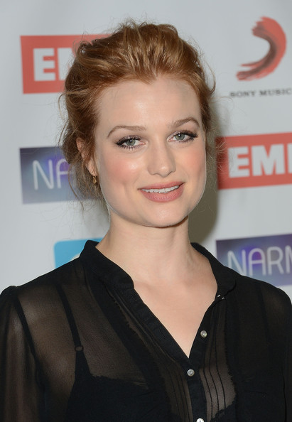 Alison Sudol drew her hair back into a casual updo for the NARM Music Biz Awards.