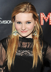 Abigail Breslin wore black eyeliner and icy metallic silver eyeshadow at the premiere of 'Smash.'