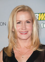 Angela Kinsey opted for a light pink lip gloss to add some color to her fair skin tone.