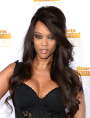 Tyra Banks was retro-sexy with this '60s-style half-up 'do at the Sports Illustrated Swimsuit Issue 50th anniversary bash.