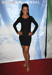 Shaun Robinson added glimmer to her sleek red carpet look with gold knotted peep toes.