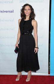 Katharine McPhee teamed her glamorous red carpet look with a sleek black tube clutch with red lining.