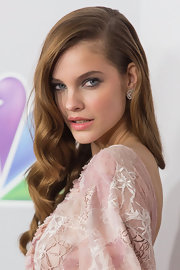 Barbara Palvin added a dash of sultriness to her pastel color scheme by opting to do fierce gunmetal eyes at the Golden Globes After Party.