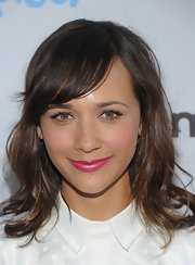 Rashida Jones sported a bright pink pout at the NBC All-Star party. She finished off the look with tousled waves.