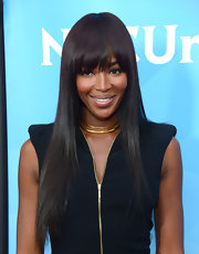 Naomi Campbell added some shine to her ensemble with a gold collar necklace.