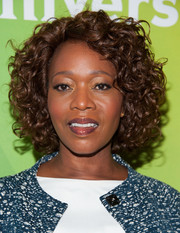 Alfre Woodard wore her hair in neat, bouncy curls during NBCUniversal's Summer TCA Tour.