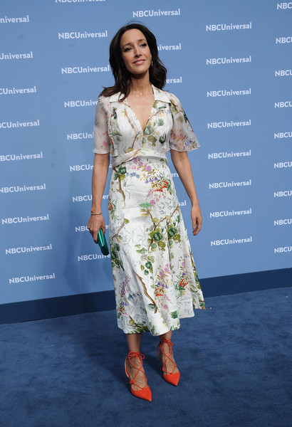Jennifer Beals was spring-chic at the NBCUniversal Upfront in this foliage-print dress.