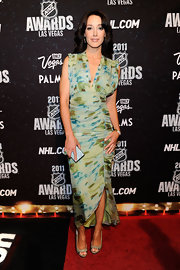 Jennifer Beals returned to the scene for the NHL Awards in Vegas looking not a day older than she did back her Flashdance days. Jennifer was radiant in a blue and green silk chiffon V-front gown.