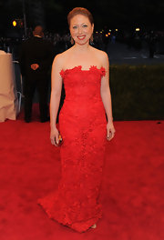 Chelsea looked classic at the Met Gala in this lacy red strapless gown.