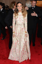 Sarah Jessica Parker looked like a vintage beauty in this floral taffeta gown at the Met Gala.