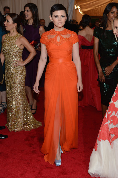 Ginnifer paired her vibrant gown with pale silvery lilac satin pumps.