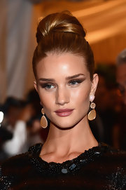 Rosie Huntington-Whiteley wore her shiny golden locks swept up into a chic voluminous bun at the Met Gala.