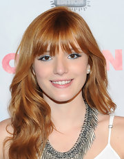 Bella Thorne brightened up her beauty look with a shimmering blue shadow bordering her eyes.