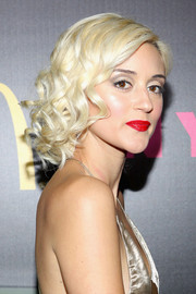 Caroline D'Amore matched super-red lipstick with her retro 'do for an Old Hollywood feel.