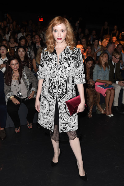 Christina Hendricks' red velvet envelope clutch looked gorgeous against her monochrome outfit!